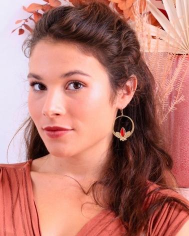 Marie avec les grandes boucles d'oreilles pendantes Alice en cornaline