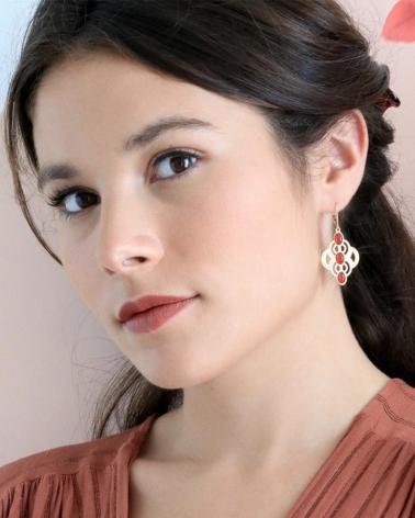 Boucles d'oreilles Volubilis 3 pierres cornaline portées par Marie