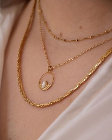 Collier petit cercle Alice porté en Nacre (accompagné du collier Rhéa)