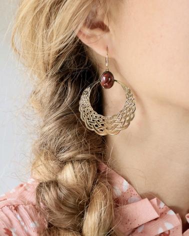 Boucles d'oreilles créoles en cornaline portées Katniss